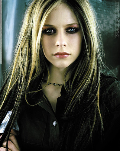 I4501_avril_lavigne_promoshoot_for_video_under_my_sk_0002